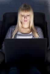 girl computer dark lo